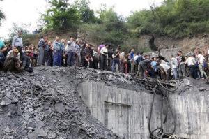 Τουλάχιστον 70 ανθρακωρύχοι παγιδευμένοι σε στοές ορυχείου στο Ιράν – Φόβοι για πολλούς νεκρούς