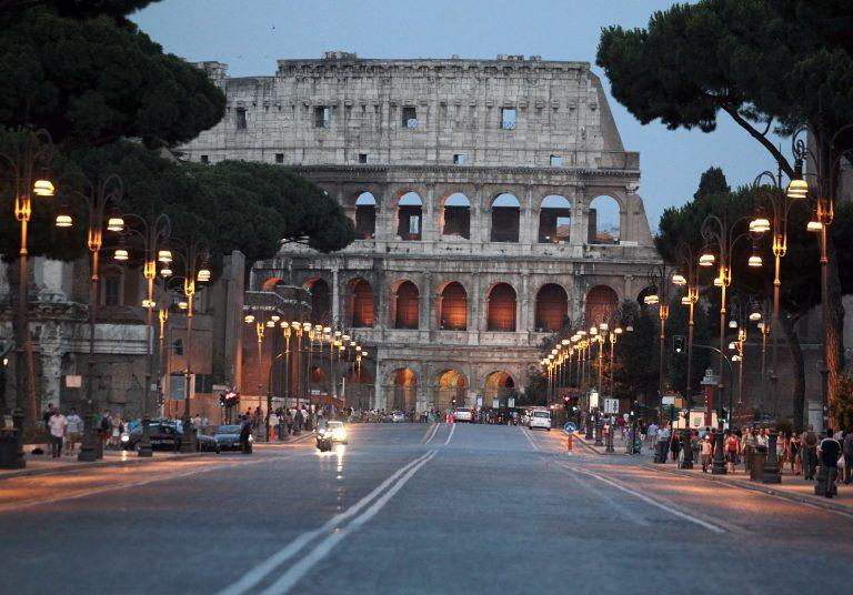 Απλήρωτοι κινδυνεύουν να μείνουν εργαζόμενοι σε ιταλικούς δήμους – Νέα υποβάθμιση της χώρας | Newsit.gr