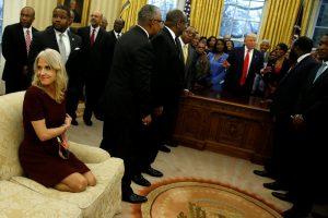 «Τσιφλίκι» ο Λευκός Οίκος! Χαμός με τη φωτογραφία συνεργάτη του Τραμπ [pics]