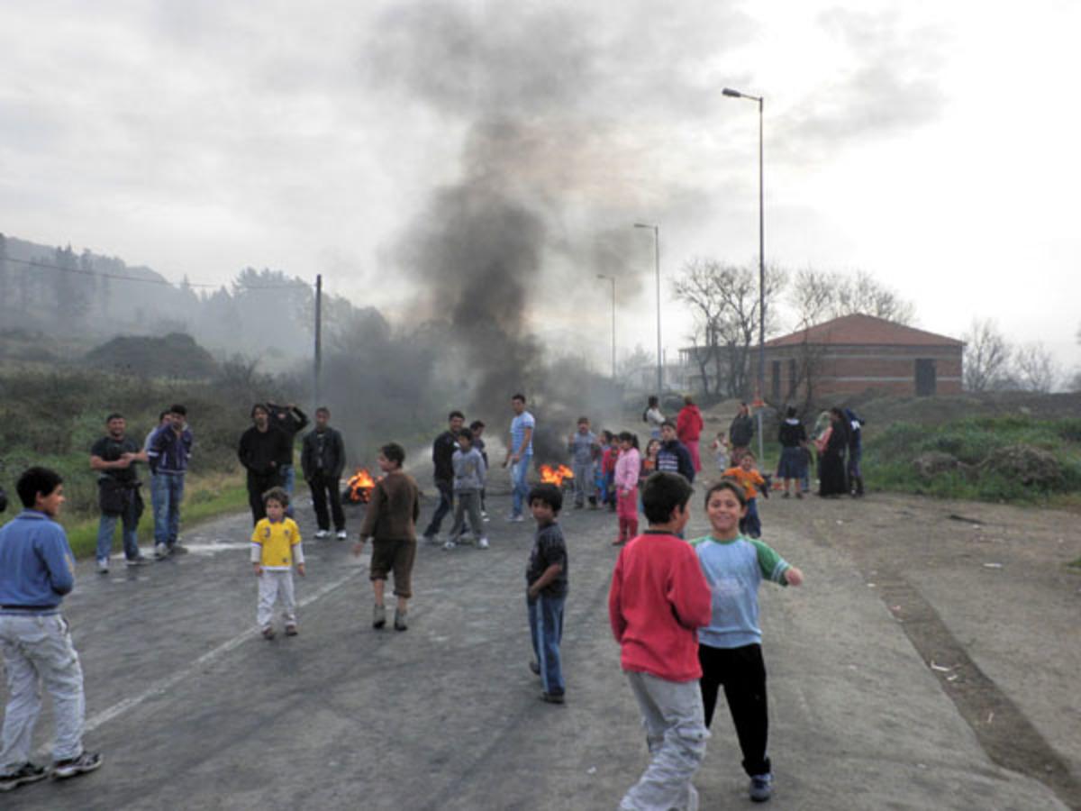 Εμφύλιος στην Κέρκυρα: Κάτοικοι βγήκαν στους δρόμους με όπλα εναντίον τσιγγάνων! | Newsit.gr
