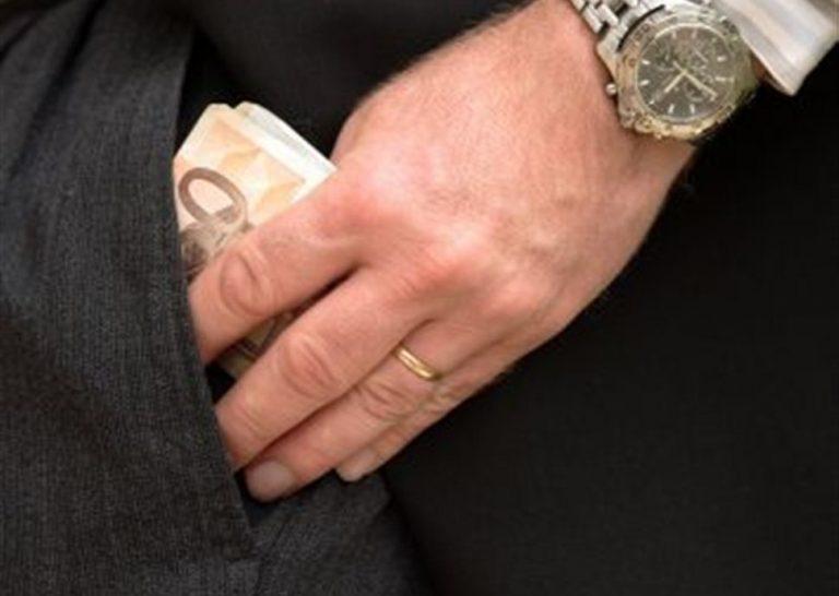 Αλλες 40 υποθέσεις διαφθοράς εξετάζουν οι εισαγγελείς   Newsit.gr