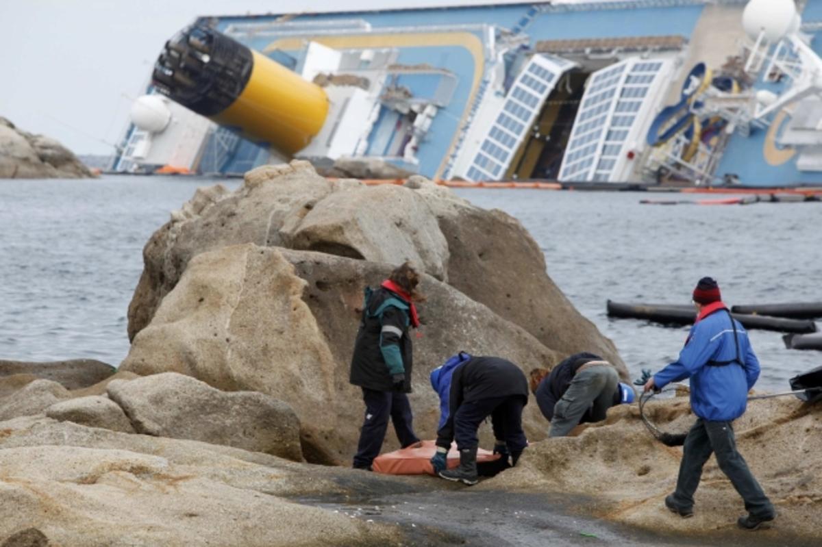 Ο Σκετίνο έριξε το Costa Concordia στα βράχια γιατί δε φορούσε τα γυαλιά του! | Newsit.gr