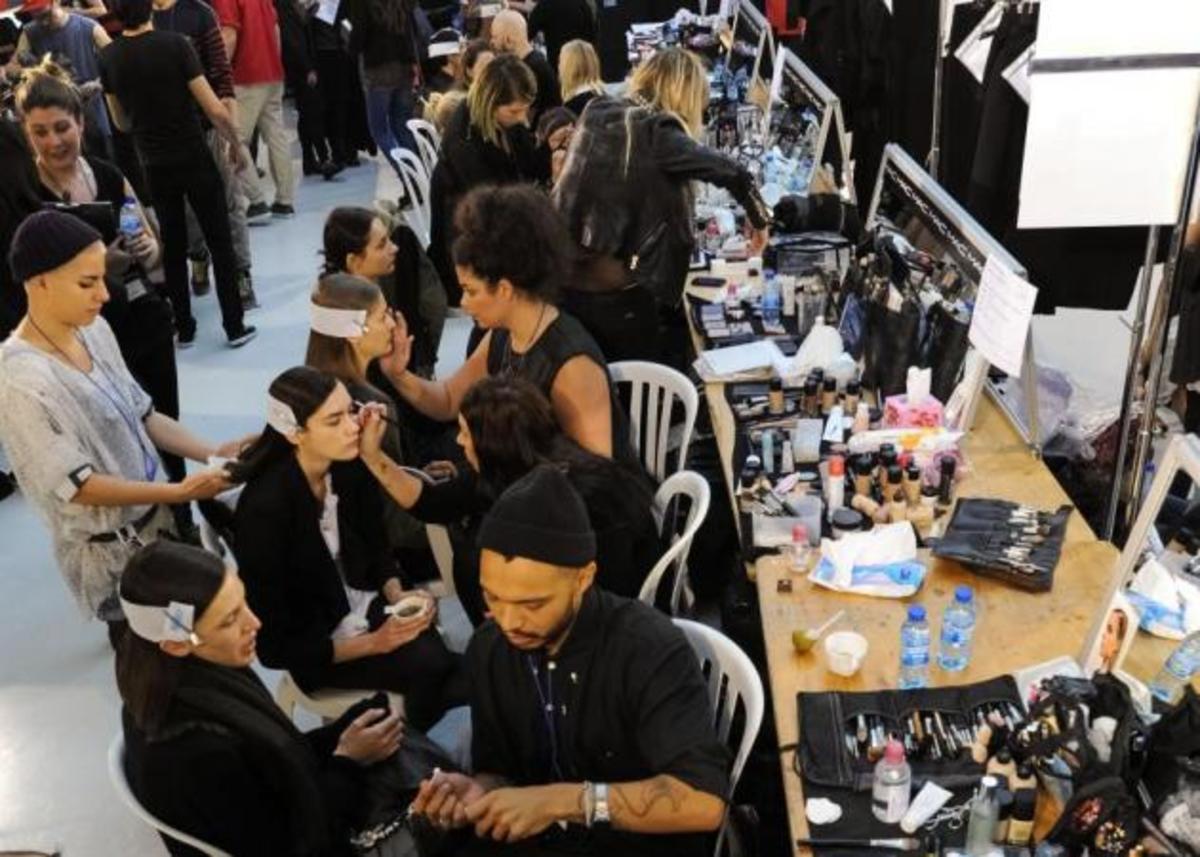 Σημείωσέ το! Έρχεται μεγάλο bazaar καλλυντικών με Guerlain, Givenchy, Clarins, Versace κ.α.!   Newsit.gr