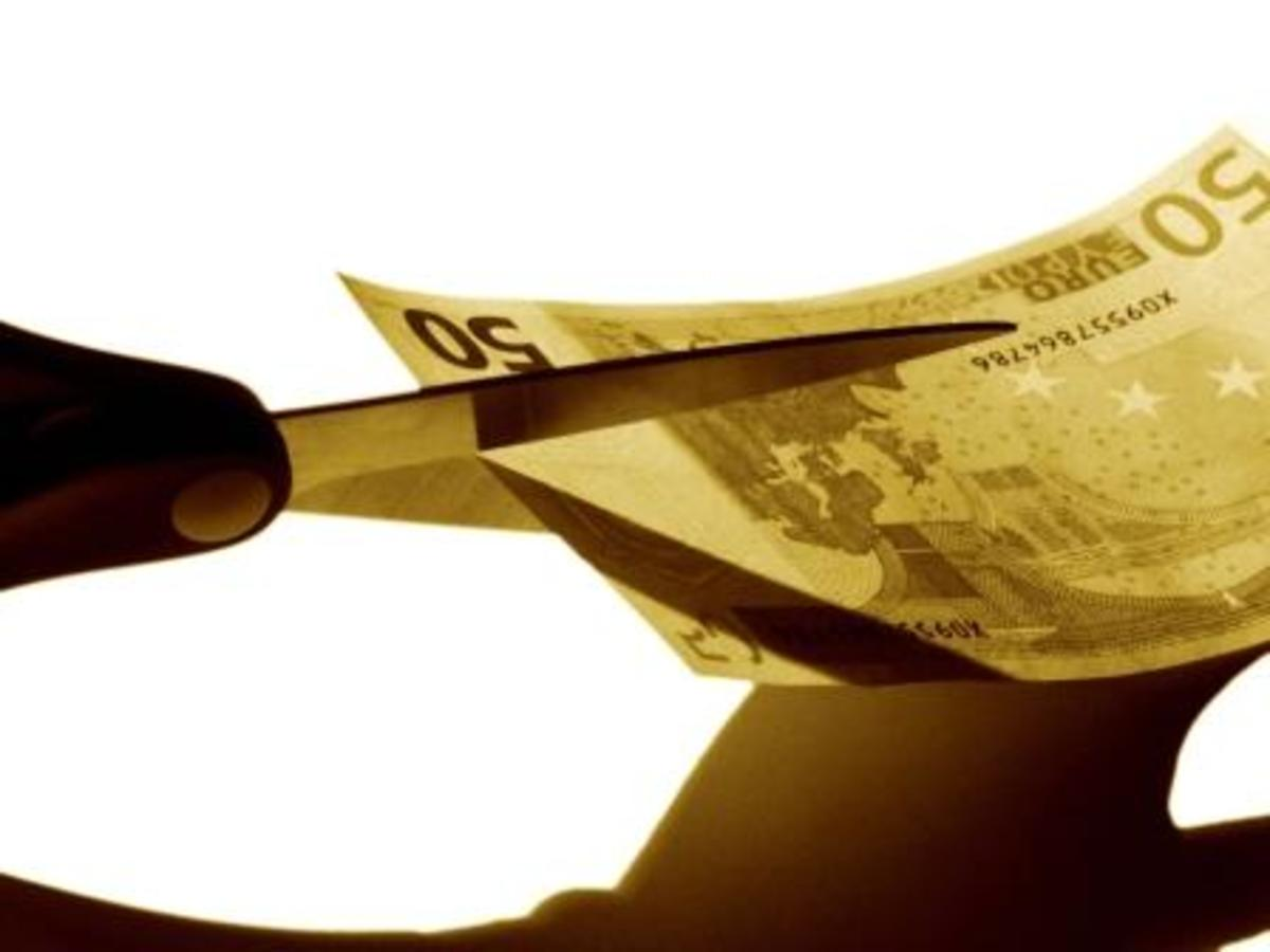 Χάος στον ιδιωτικό τομέα! Οι μειώσεις στους μισθούς ξεπερνούν το 22% και φθάνουν έως και 50% | Newsit.gr