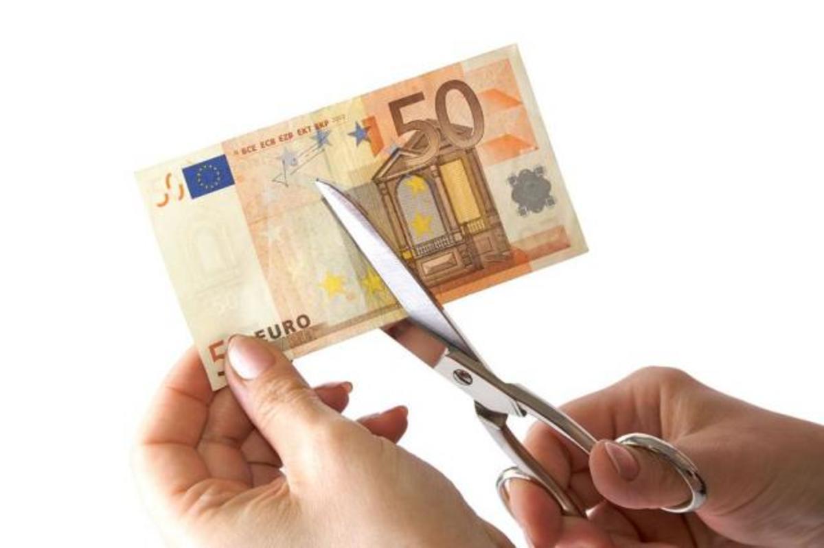 Τι λένε στο Newsit τρείς οικονομολόγοι για το «κούρεμα» στην Κύπρο | Newsit.gr