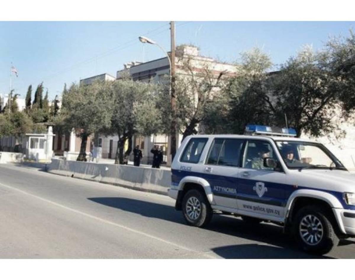 Δάγκωσε αστυνομικό γιατί δεν την άφησε να καταπιεί χασίς! | Newsit.gr