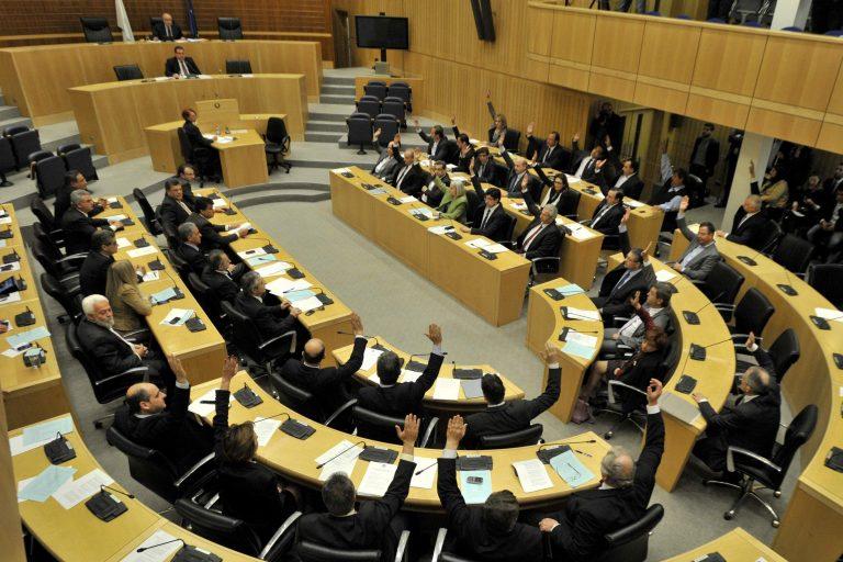 Η ώρα των ευθυνών στην Κύπρο – Θα δοθούν στη Βουλή τα ονόματα αυτών που έβγαλαν τα λεφτά τους στο εξωτερικό; | Newsit.gr