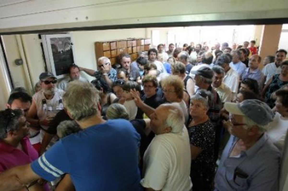 Ηράκλειο:Εκλιπαρούσαν για λίγο ελαιόλαδο-Φωτό και βίντεο με δραματικές εικόνες!   Newsit.gr
