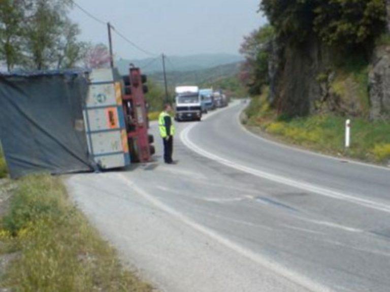 Ηράκλειο: Νταλίκα αναποδογύρισε λόγω παγετού! | Newsit.gr