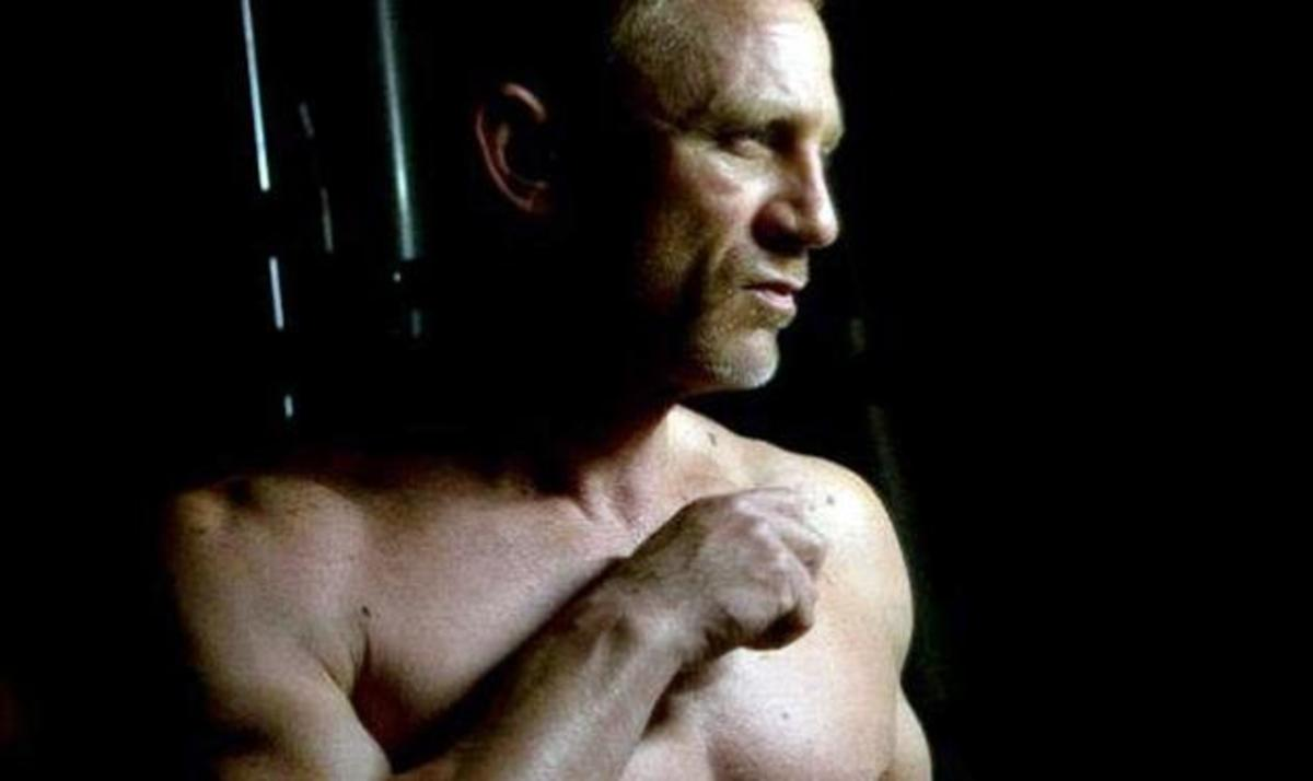 Κορίτσια, ο Daniel Craig επιστρέφει χωρίς πουκάμισο και μας δείχνει πόσο καλογυμνασμένος είναι! | Newsit.gr