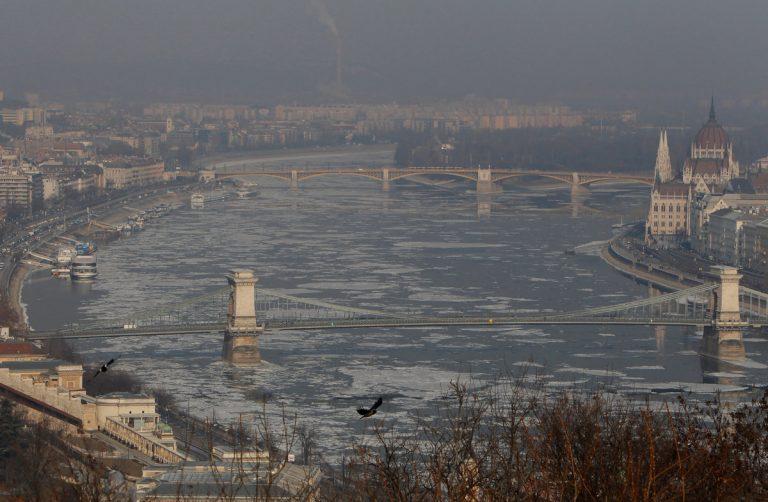 Ο «Γαλάζιος Δούναβης» πάγωσε! [vid] | Newsit.gr