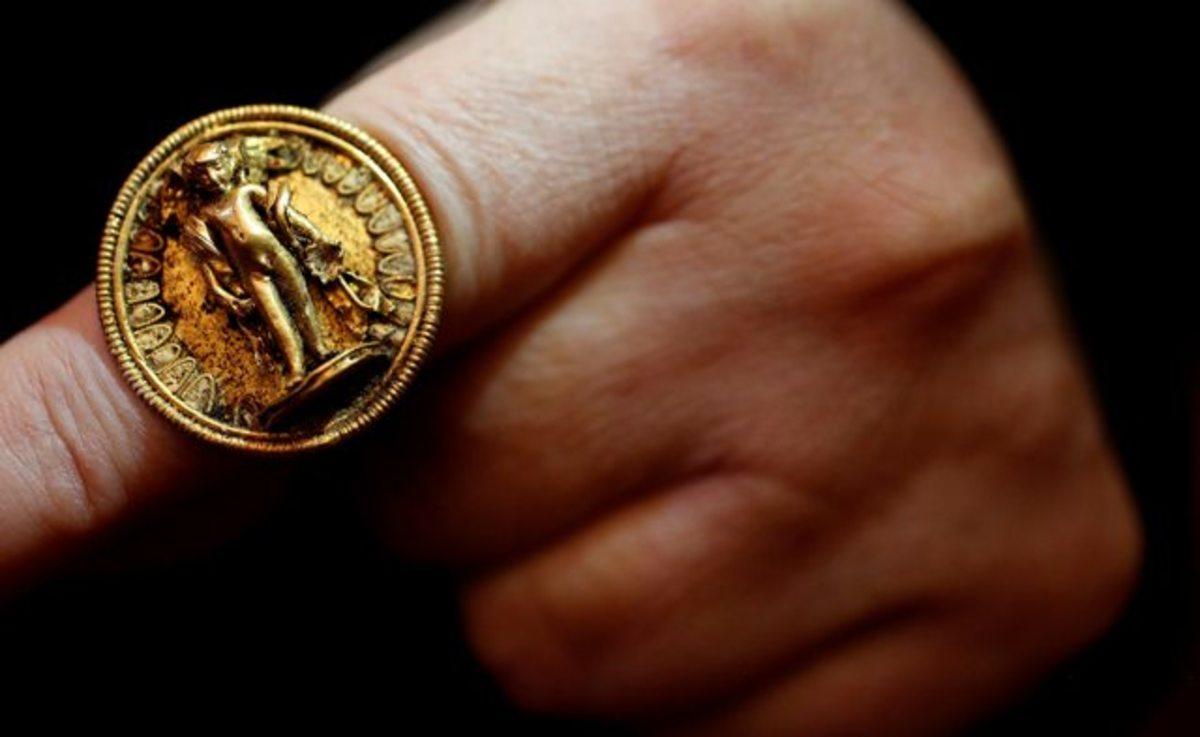 Ηλεία: Tου βούτηξε το δαχτυλίδι και ζητούσε χρήματα για να το επιστρέψει!   Newsit.gr