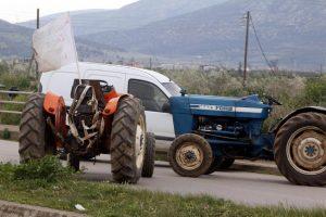 Μπλόκα αγροτών: Έληξε ο δίωρος αποκλεισμός στον κόμβο Δερβενίου