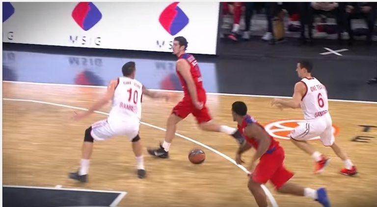 "Futsal  ""Μαγικό"" άδειασμα! Αστραπιαία κίνηση από Ρικαρντίνιο – video 3775eeea98346"