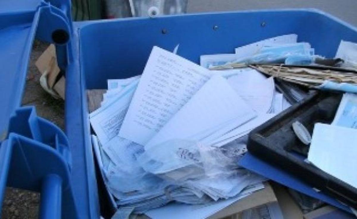Κρήτη: Στα σκουπίδια τα αρχεία φορολογουμένων μετά το κλείσιμο ΔΟΥ! ΦΩΤΟ | Newsit.gr