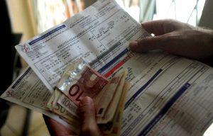 Ποιοί δικαιούνται έκπτωση 100 ευρώ από τον λογαριασμό της ΔΕΗ