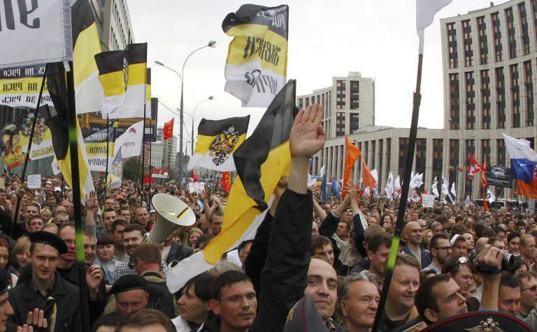 Χιλιάδες Ρώσοι βγήκαν στους δρόμους κατά του Πούτιν | Newsit.gr