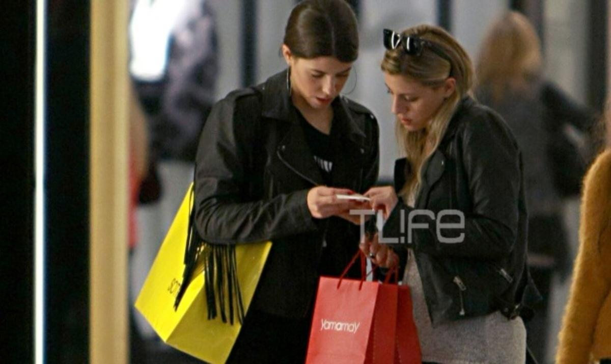 Demy: Βόλτα στα μαγαζιά με την αδερφή της! Φωτογραφίες | Newsit.gr