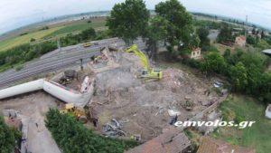 Εκτροχιασμός τρένου: Η κατεδάφιση του σπιτιού που έπεσε το τρένο [vid]