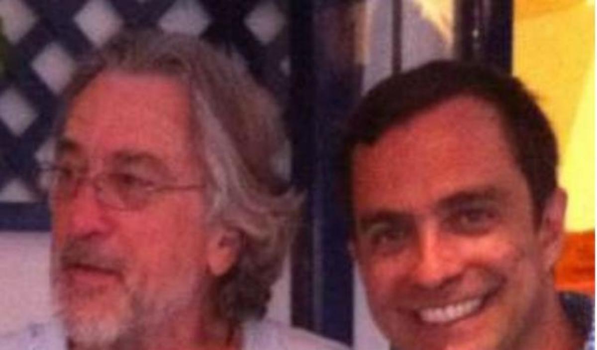O Robert de Niro και ο John Travolta στη Σαντορίνη!   Newsit.gr