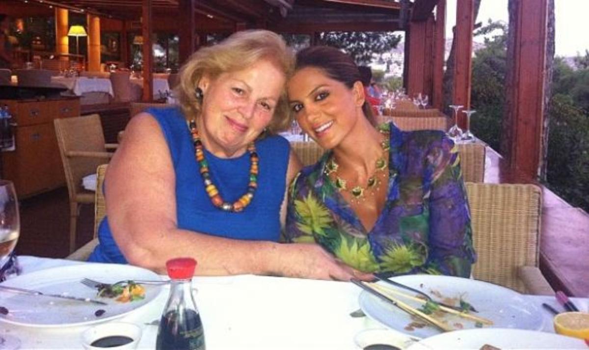 Σ. Τσιμτσιλή: Για φαγητό με τη μαμά της! | Newsit.gr