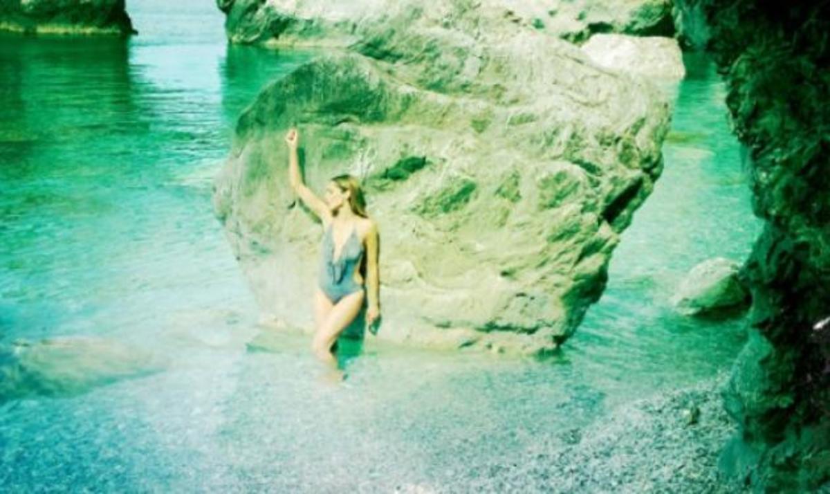 Δ. Βανδή: Οι πρώτες φωτογραφίες του νέου της video clip στη Σκιάθο! | Newsit.gr