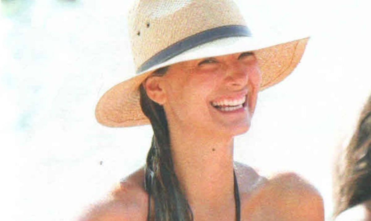 Δ. Καμπούρη: Σέξι εμφάνιση στην παραλία!   Newsit.gr