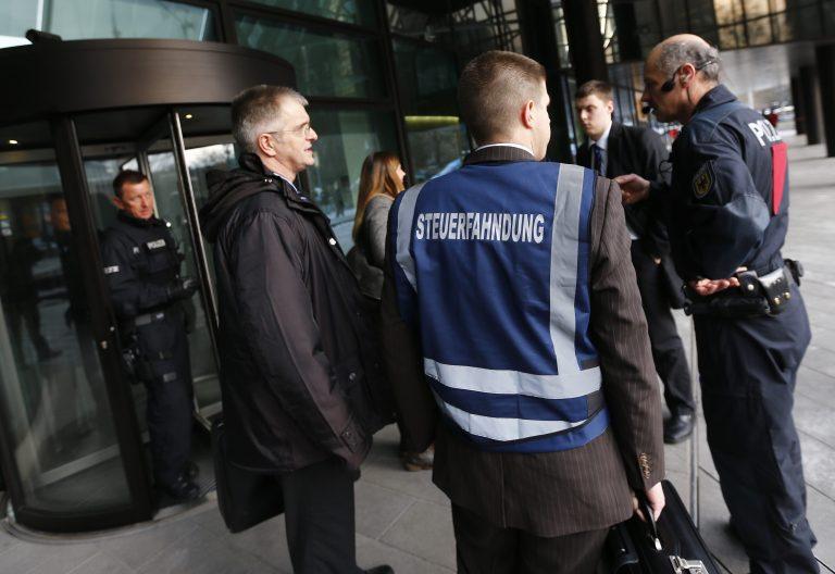 Υπό κράτηση 4 από τους 5 εργαζόμενους της Deutsche Bank | Newsit.gr