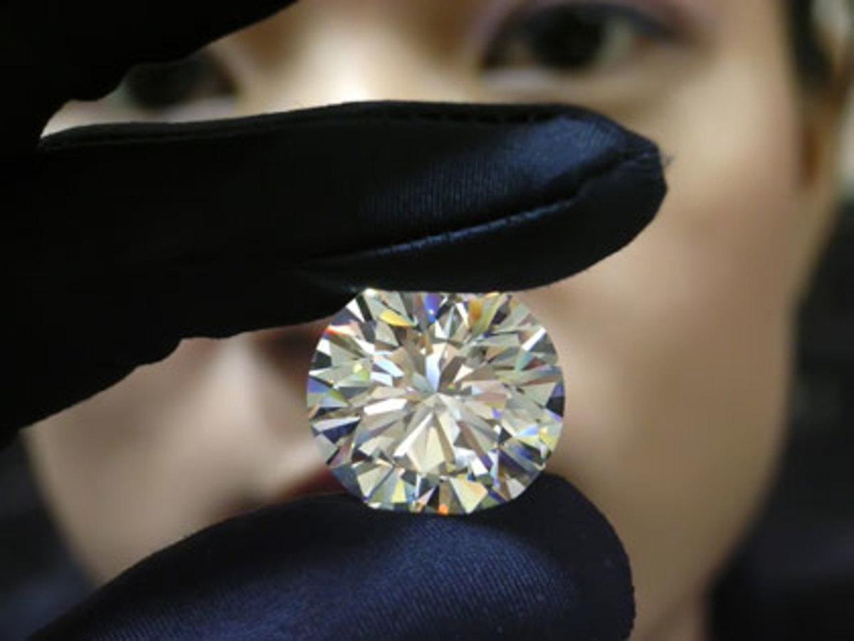«Λάδωσε» την εφορία με διαμάντι | Newsit.gr