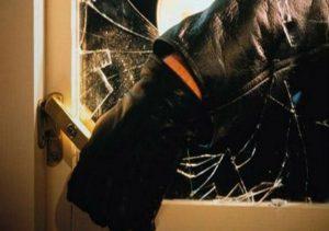 Λαμία: Τρόμος για 17χρονη! Ξύπνησε και είδε τους κλέφτες μέσα στο σπίτι!
