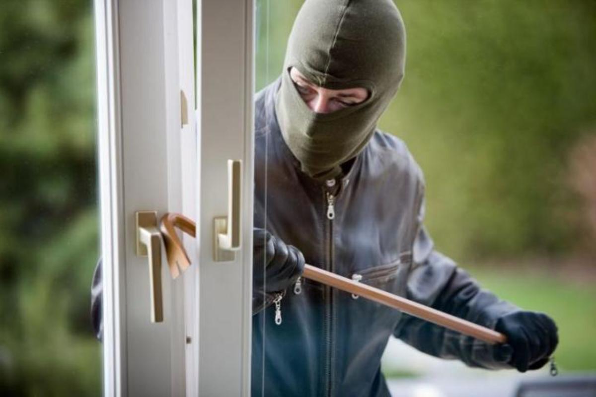 Φθιώτιδα: Ο κλέφτης δεν χρειάστηκε να μπει στο σπίτι…   Newsit.gr