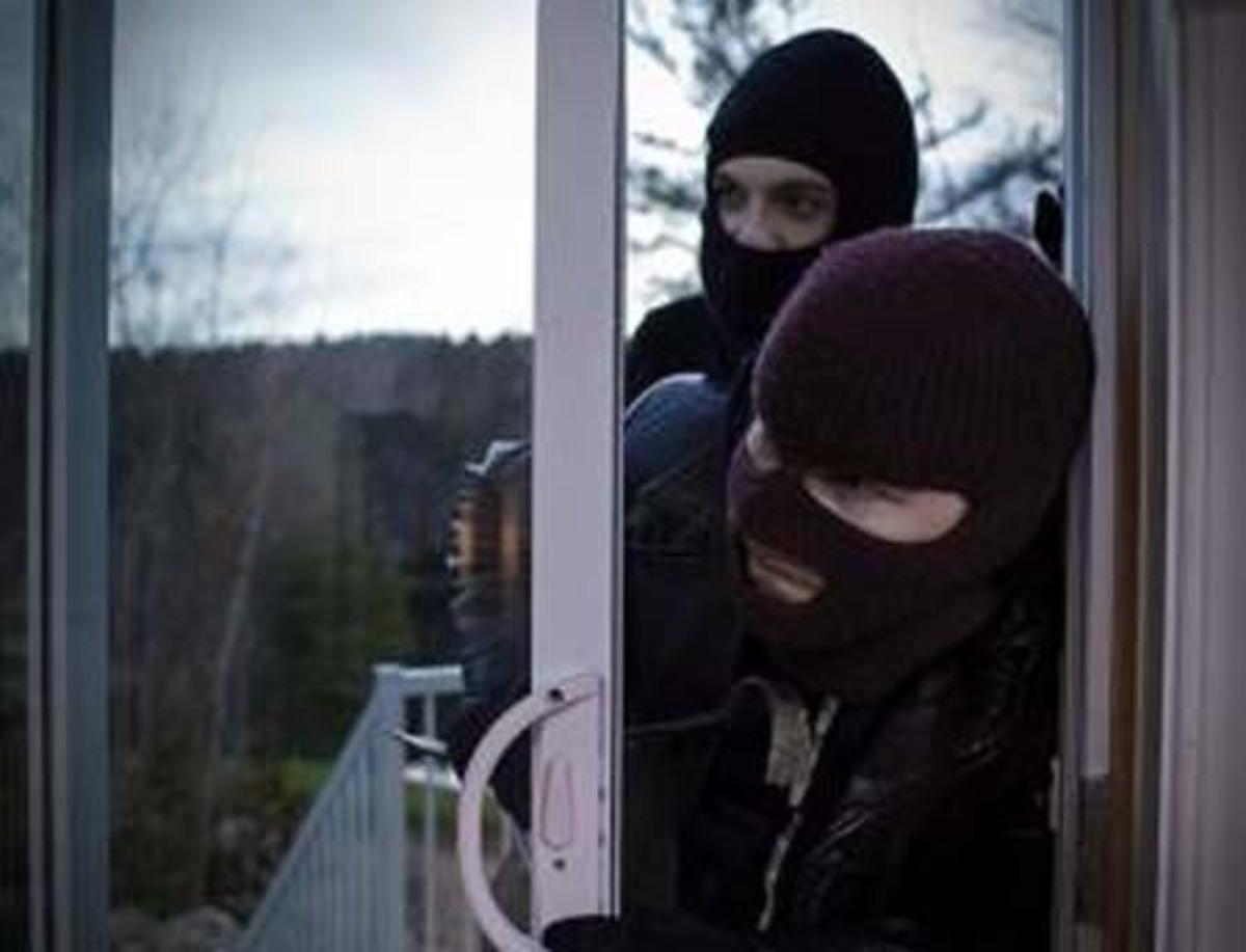 Νυχτερινό «ντου» διαρρηκτών σε Εύβοια και Φωκίδα   Newsit.gr