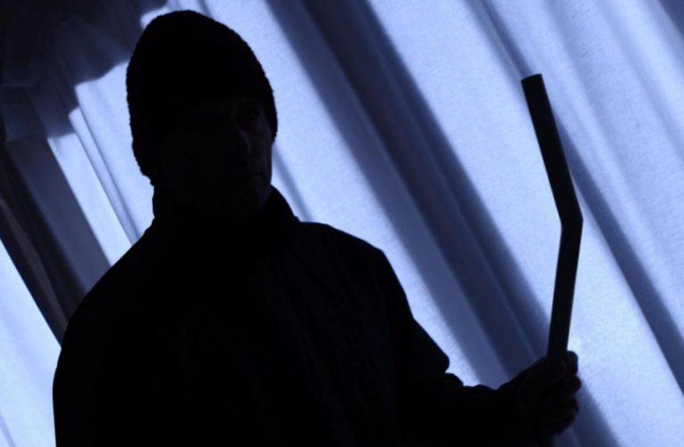 Λέσβος: Οι ιδιοκτήτες στην παρέλαση και οι κλέφτες… «σήκωναν» το σπίτι | Newsit.gr
