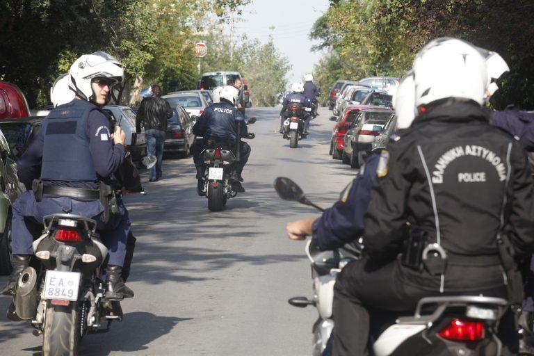 Βέροια: Τραυματίστηκε αστυνομικός σε καταδίωξη – Έκλεισε το δρόμο σε ύποπτο κι εκείνος έπεσε πάνω του | Newsit.gr