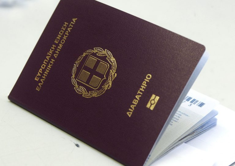 Ηράκλειο: Προσπάθησαν να πετάξουν με πλαστά διαβατήρια | Newsit.gr