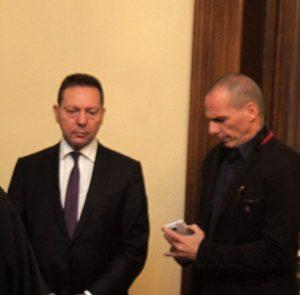 Σάλος από τις αποκαλύψεις Στουρνάρα για τον Βαρουφάκη – Προαναγγελία απάντησης μέσω Twitter – Επιμένει για τη χρεοκοπία