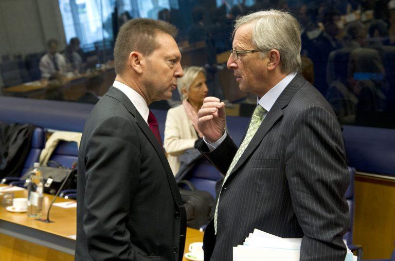 Γιούνκερ και Στουρνάρας καθησυχαστικοί για τη δόση – Δυσφορία στο Eurogroup για την καθυστέρηση της τρόικας | Newsit.gr
