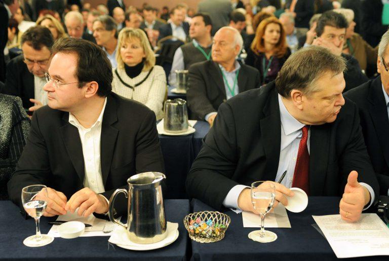 Εκτός ΠΑΣΟΚ ο Παπακωνσταντίνου – Τον κατακεραυνώνουν οι πρώην «σύντροφοί» του | Newsit.gr