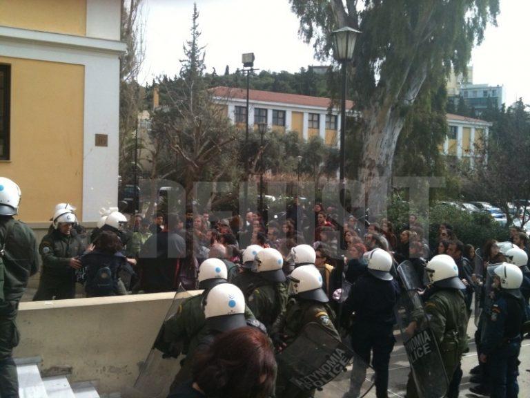 Στον εισαγγελέα 11 για τα επεισόδια στην πορεία | Newsit.gr