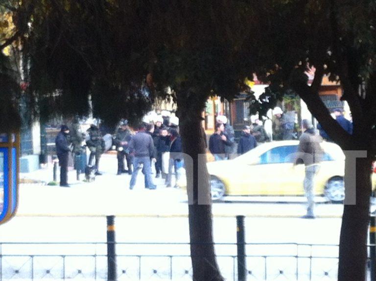 Ένταση έξω από την ΑΣΟΕΕ από αντιεξουσιαστές | Newsit.gr