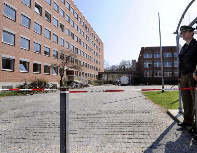 Αίγιο: Μαχαίρωσε κόρη γνωστού γιατρού μέσα στα δικαστήρια | Newsit.gr