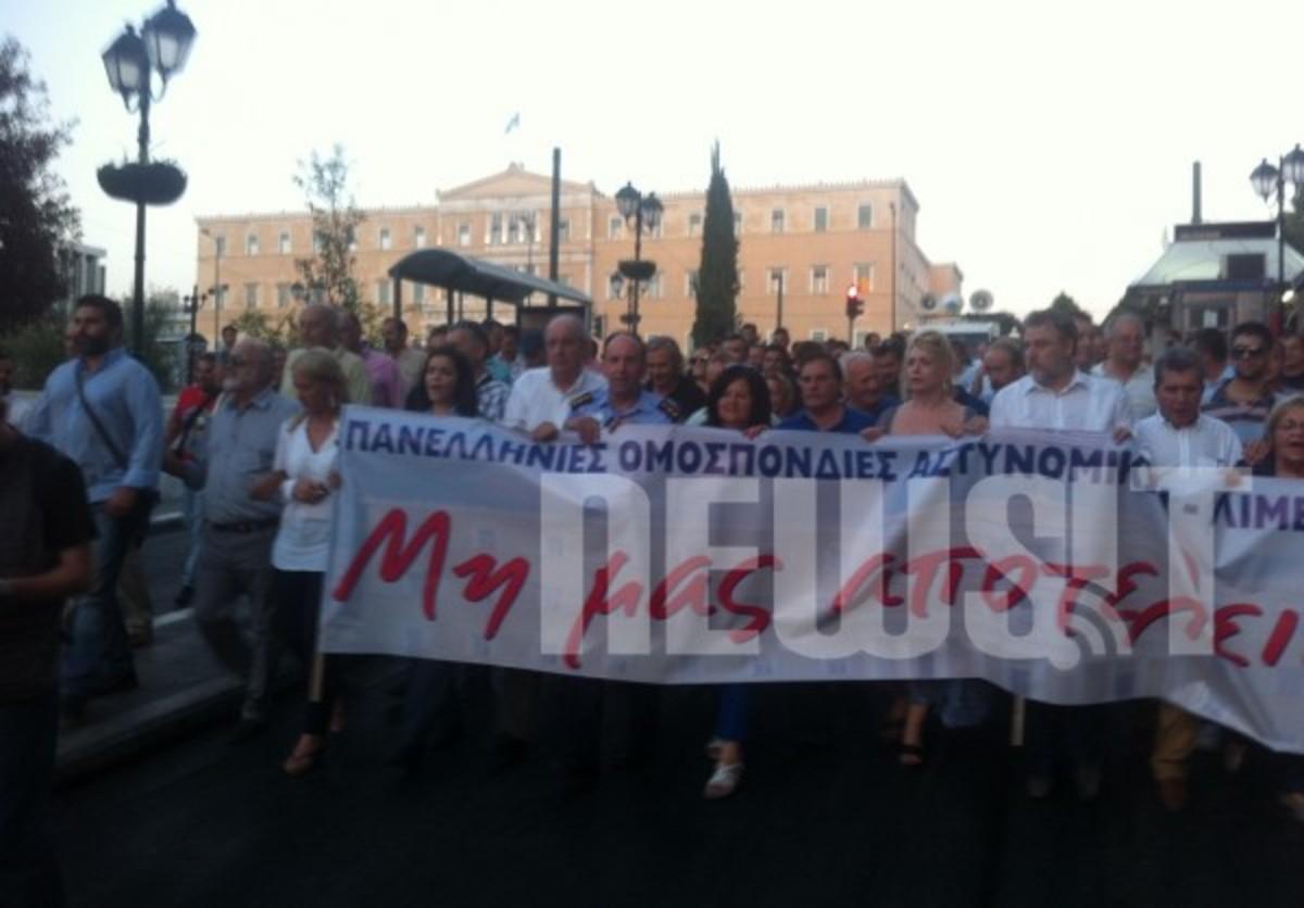 Ρένα Δούρου και Ηλίας Κασιδιάρης στην ίδια διαδήλωση υπέρ των αστυνομικών | Newsit.gr