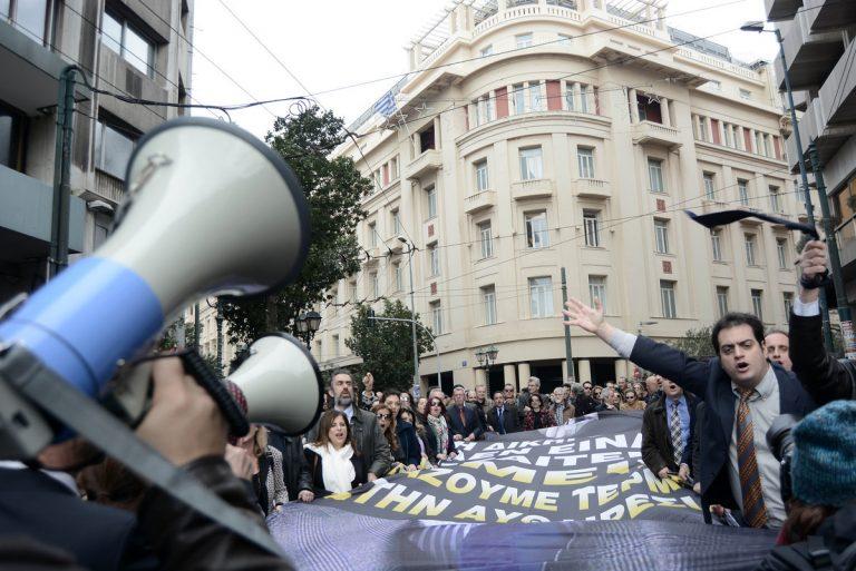 Συνεχίζουν την αποχή οι δικηγόροι | Newsit.gr
