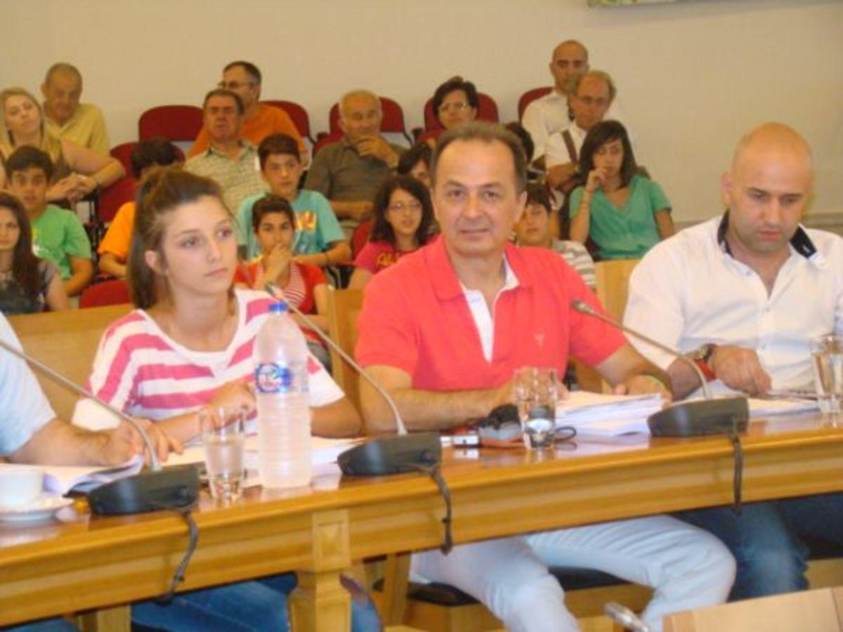 Φθιώτιδα: Τα παιδιά στρίμωξαν το δήμαρχο στο δημο   Newsit.gr