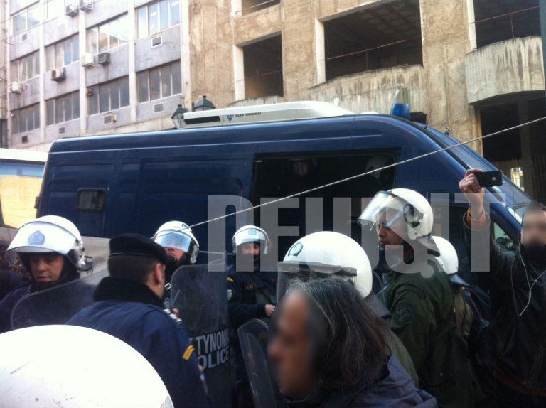 Περίπου 150 συλλήψεις από τις επεμβάσεις της αστυνομίας σε Βίλα Αμαλία και γραφεία της ΔΗΜΑΡ | Newsit.gr