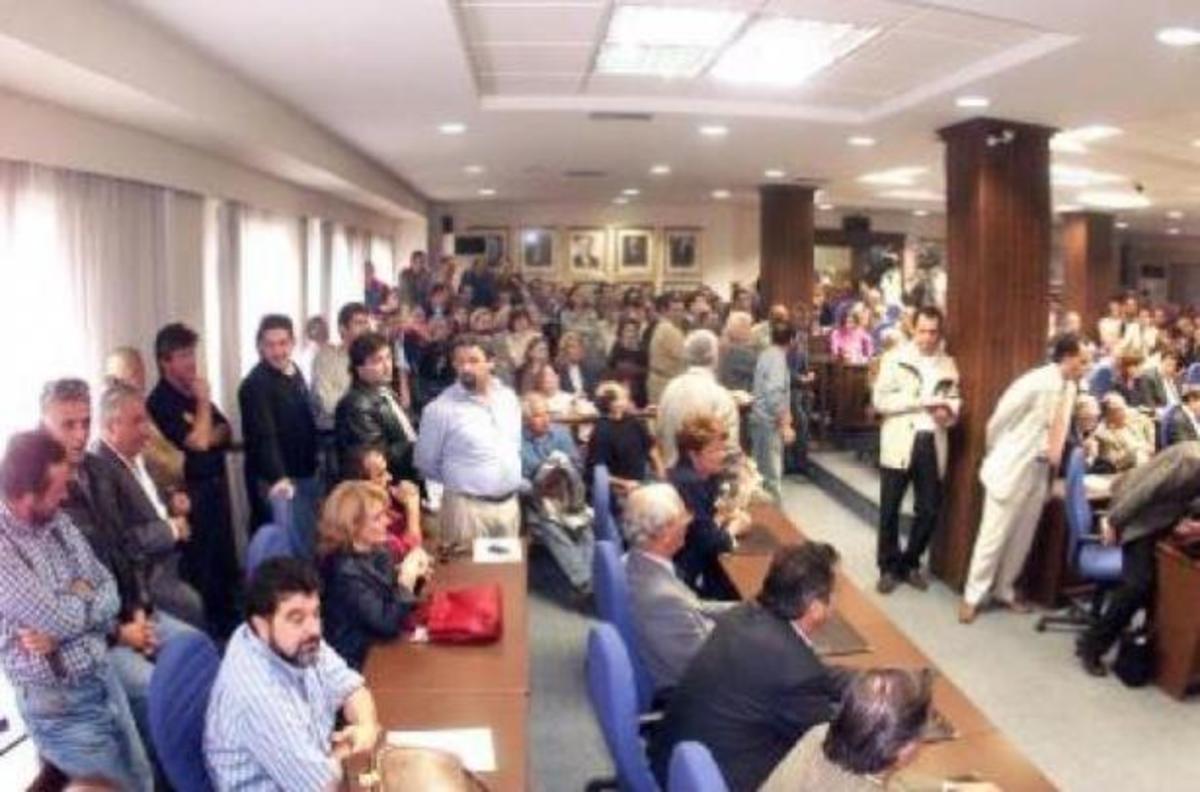 Έκαναν «ντου» στην αίθουσα του δημοτικού συμβουλίου   Newsit.gr