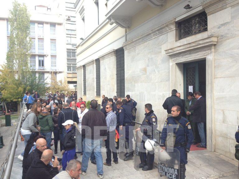 Συγκέντρωση ΠΟΕ ΟΤΑ έξω απο το Δημαρχείο της Αθήνας – ΦΩΤΟ   Newsit.gr