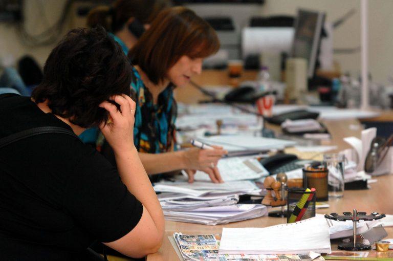 Δεν ξέρουν τι τους ξημερώνει 70.000 δημόσιοι υπάλληλοι – Διώχνουν 25.000 συμβασιούχους – Η εφεδρεία επιστρέφει για να βρεθούν 4 δισ. ευρώ   Newsit.gr
