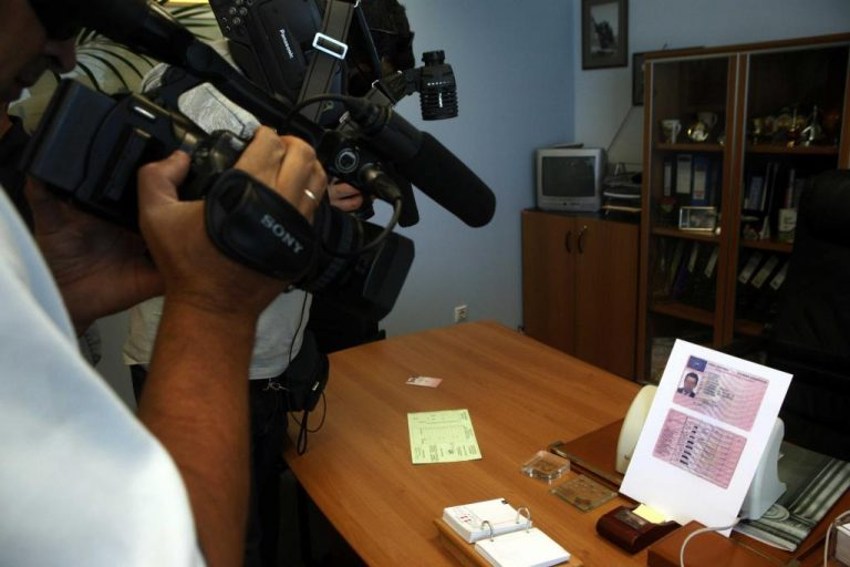 Θεσσαλονίκη: Έλεγε ότι δουλεύει στη Διεύθυνση Συγκοινωνιών και… τσέπωνε λεφτά για διπλώματα! | Newsit.gr