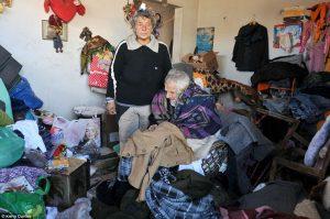 Πατέρας και κόρη ζουν σε μια παγωμένη παράγκα! Σπαρακτικό ρεπορτάζ της Daily Mail